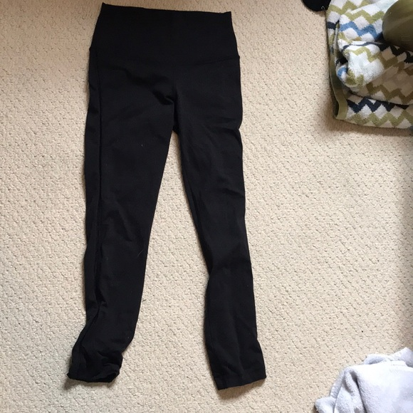 Lululemon black cropped high waisted leggings